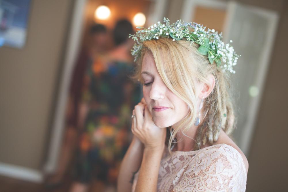 charleston wedding photography bride headpiece flowers.jpg