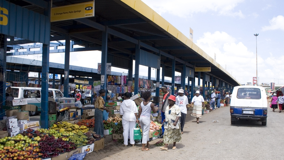 Some of the improvements included new markets for informal traders at this busy station. (Source: Daniel Hirschmann on  Flickr )