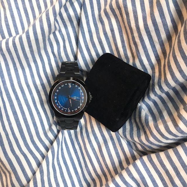 ... a touch of blue for today... always #DaringElegant with T&M 🤵🏼 _________________________________________ #yourtime #watchporn #wristporn #wristwatch #watchoftheday #gentleman #watchuseek #design #daring #watchesofinstagram #watchanish #swissmade #singer #dare #watches #thewatchest #womw #watchdaily #music #24hours #dapper #luxury #elegance #watchaddict