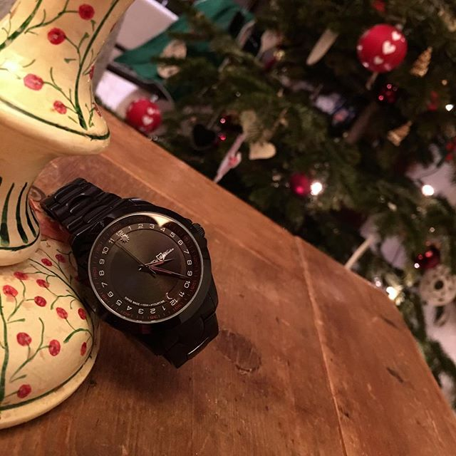 Xmas is getting closer - you ready 🤵🏼🌲 🎁? __________________________________________ #yourtime #watchporn #wristporn #wristwatch #watchoftheday #gentleman #watchuseek #design #daring #watchesofinstagram #watchanish #swissmade #singer #dare #watches #thewatchest #womw #watchdaily #music #24hours #dapper #luxury #elegance #watchaddict