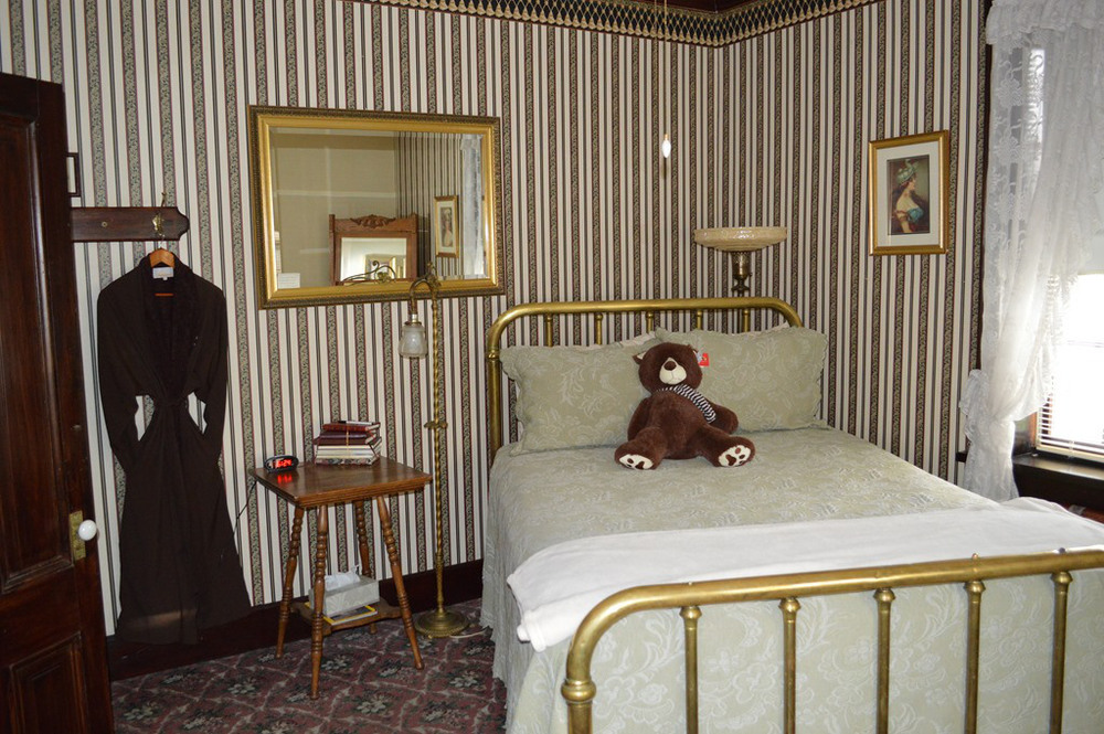 1859 Historic National Hotel room.jpg