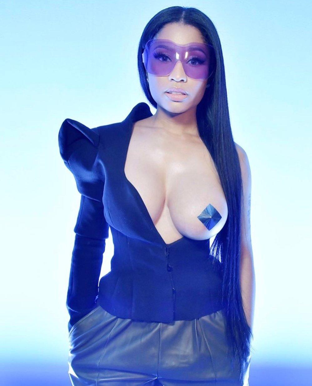 Nicki-Minaj-fashion-nicki-minaj-fashion-boobs-big-tits.jpg