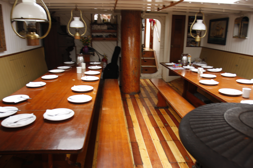 SHENANDOAH - salon set for dining on gimballed tables