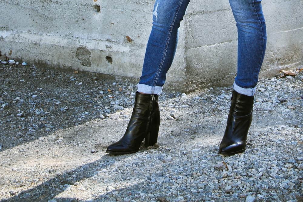 h&m crop (  s . ) | h&m jacket (  s . ) | BP   scarf   | zara   jeans   | zara   booties   | photos:   jon macarewa