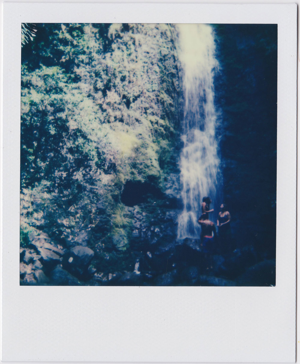 whoiscx_christina_choi_photography_polaroid_film_hawaii_waterfall_10.jpg