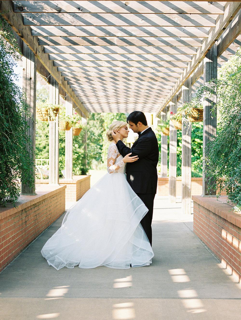 Collen & Patrick - Memphis Botanic Gardens - © Kaitlyn Stoddard Photography-1.jpg
