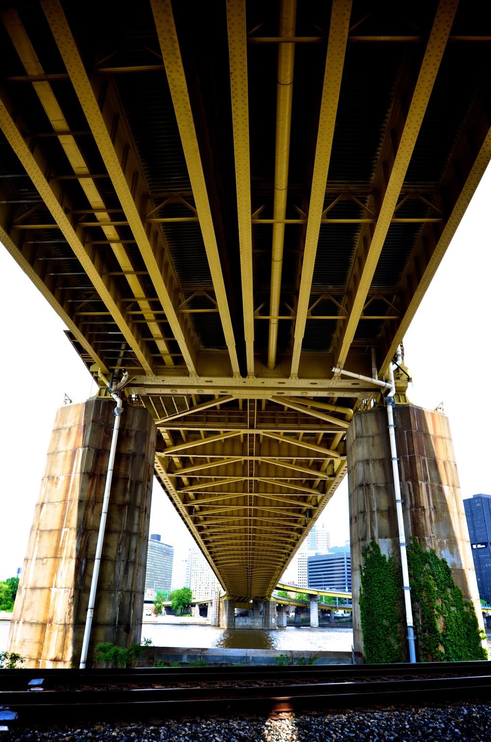 pod mostem żółtym.jpg