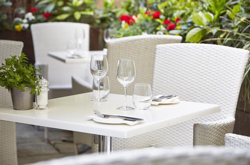 bath restaurant dining hotel photography interior photography property photography greene king loch fyne exterior seating.jpg