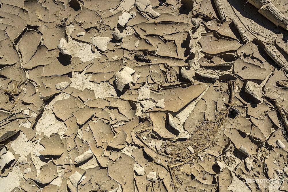 Clay-Cliffs--Cracked-Ground-Texture.jpg