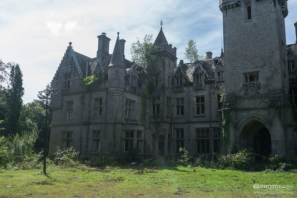 Overgrown-Castle-Miranda-Gothic-Urbex.jpg