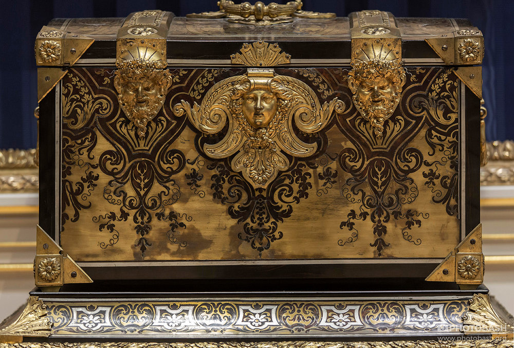 Regal-Ornaments-Gold-Treasure-Chest.jpg