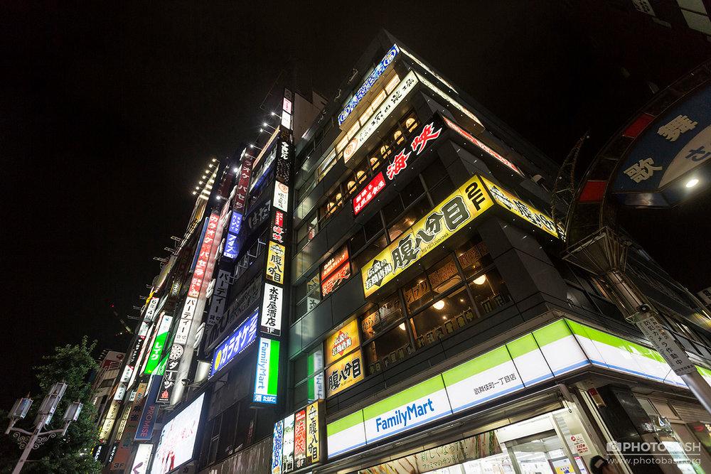 Tokyo-Cyberpunk-Night-Shinjuku-Neon.jpg