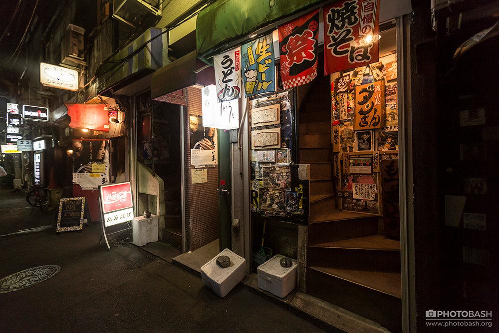 Tokyo-Cyberpunk-Night-Golden-Gai-Bar.jpg