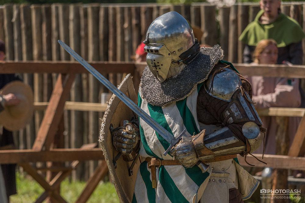 Dueling-Knights-Amor-Battler.jpg