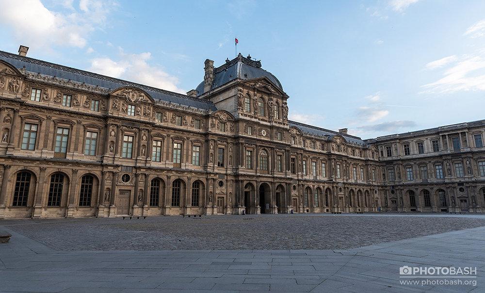 Paris-City-Louvre-Plaza.jpg