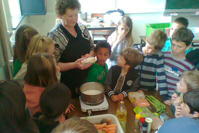 Koken zoals vroeger HHOH vierde leerjaar 2015