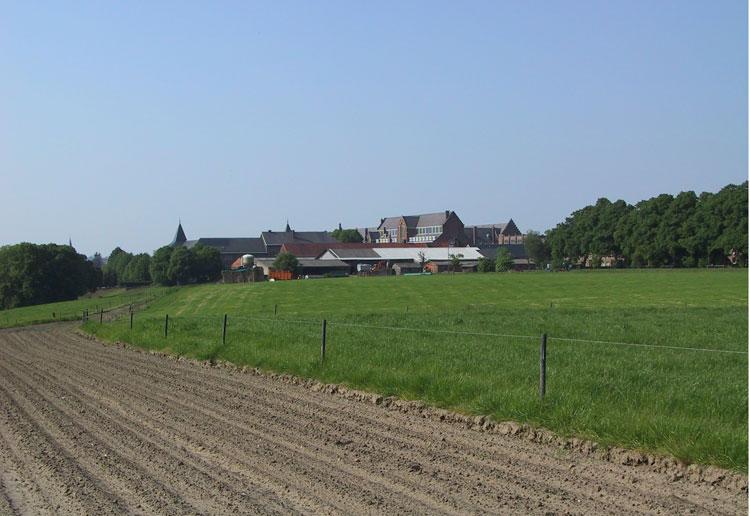 05Zicht-op-hoeve-en-landerijen-vanaf-Kerspelstraat_Ria-Christens_2010.jpg