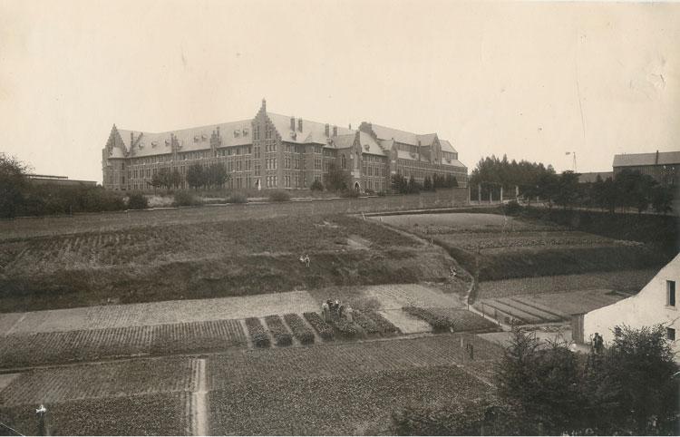 Land- en tuinbouw vormde omstreeks 1900 de belangrijkste bron van inkomen in Heverlee en Oud-Heverlee. Foto omstreeks 1905. CEGAH.