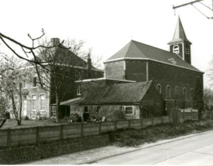 Zicht op de site van kerk, kerkhof en pastorie van Blanden vanaf de Kartuizerstraat. Foto GHKOH.