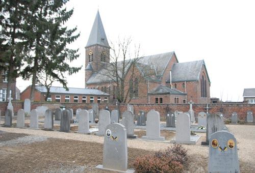 Kerk en Kerkhof met oorlogsgraven Haasrode. GHKOH