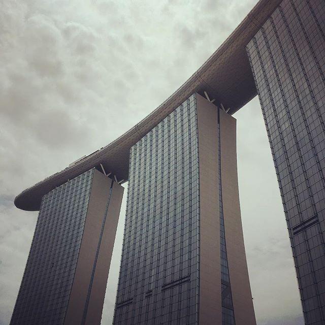 Towering beauty @marinabaysands #singapore #luxurytravel #instatravel #wanderlust #marinabay #moshesafdie #design #architecture