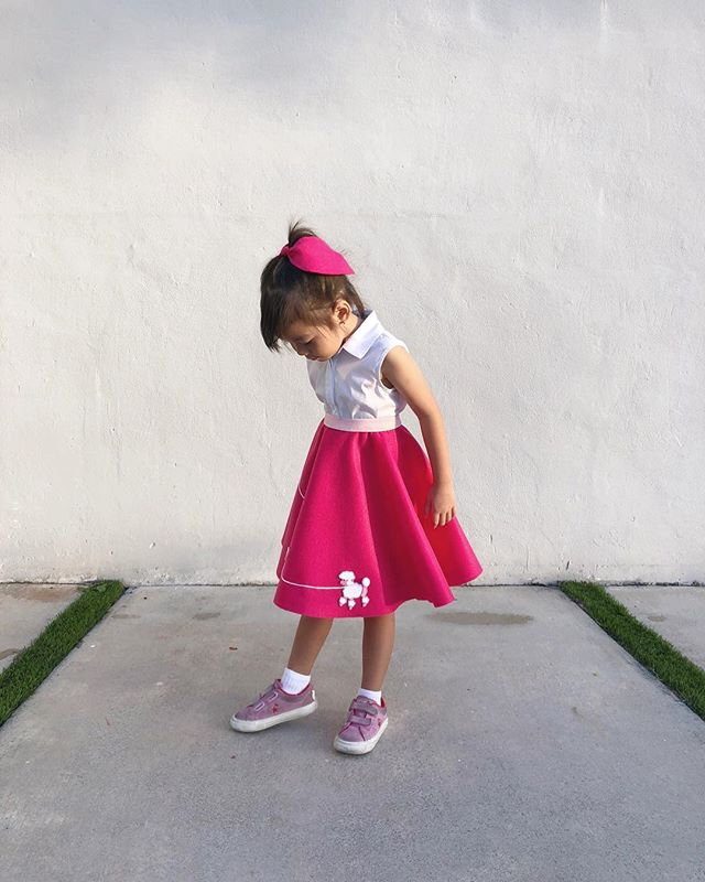 From 50s day at school (a month ago). She asked for a hot pink skirt with a light pink poodle. . DIY skirt (and hair bow) from felt, elastic, ribbon, and poodle appliqué from @joann_stores. . . . #olivialivilivland #olivialiviliv