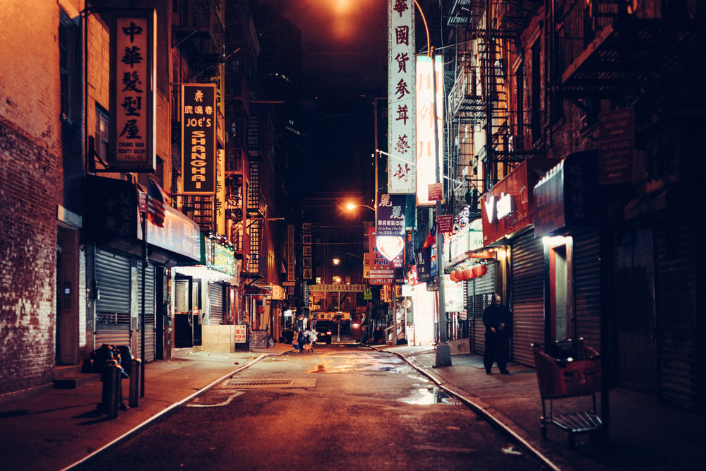 Sony A7Rii + Voigtlander SUPER WIDE-HELIAR 15mm F4.5 III - ISO 3200 1/100 - Chinatown streets at night are always interesting to me. You can feel the whole scene with the 15mm!