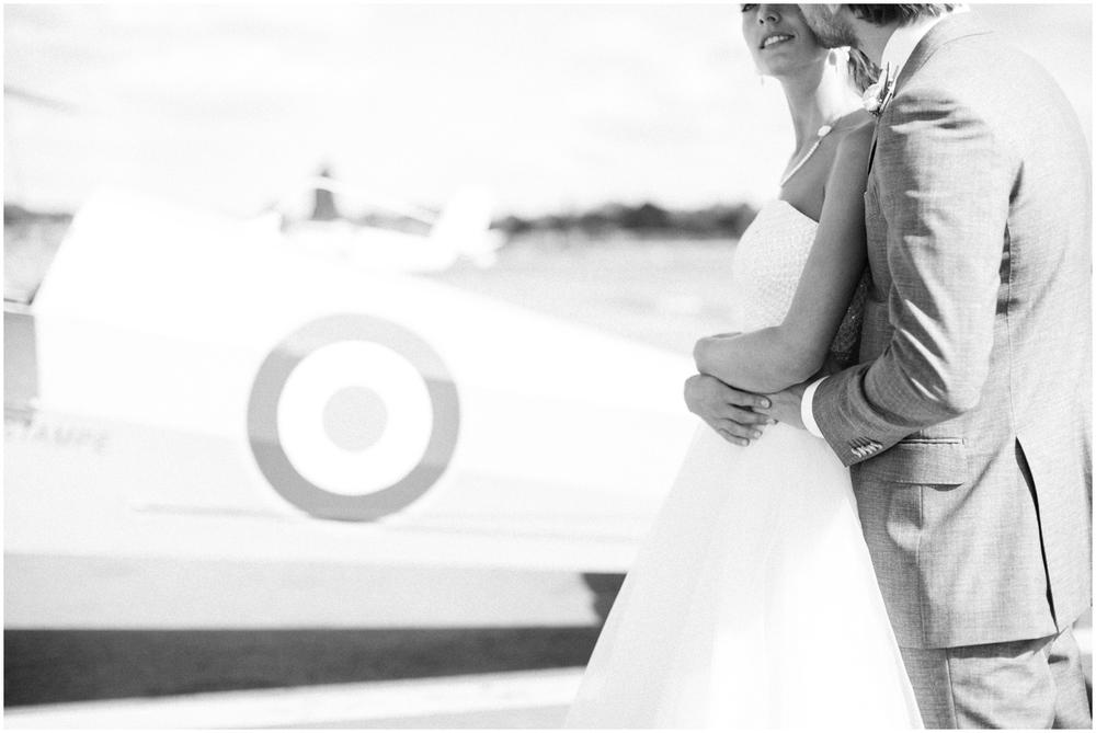 Huwelijksreportage met oud vliegtuig in Deurne