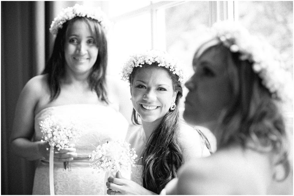 Bruidsmeisjes met bloemenkroon