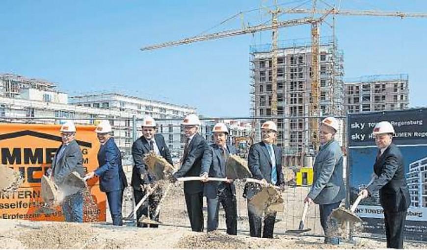 Spatenstich am 02.04.2014 auf dem Candis Gelände zum Bau der Skytowers