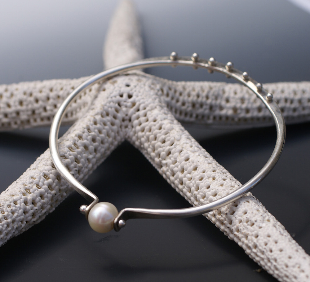 charleston jeweler pearl pinned bangle bracelet
