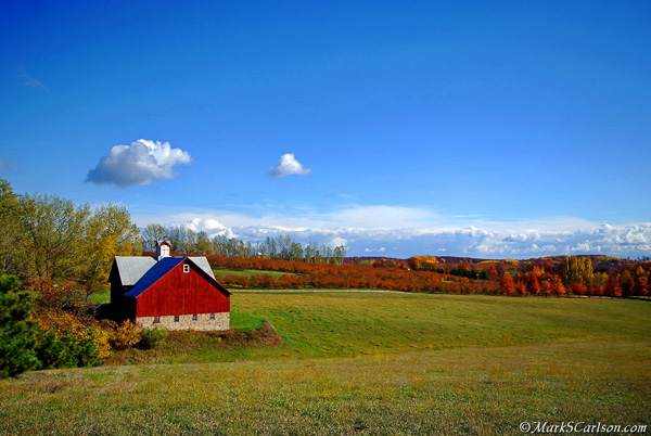 Barn-and-cherry-orchard-autumn-Leelanau-Co-MI