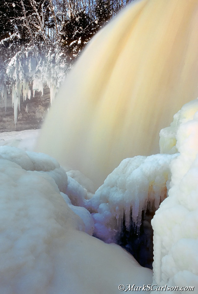 Below-Upper-Tahquamenon-Falls-winter