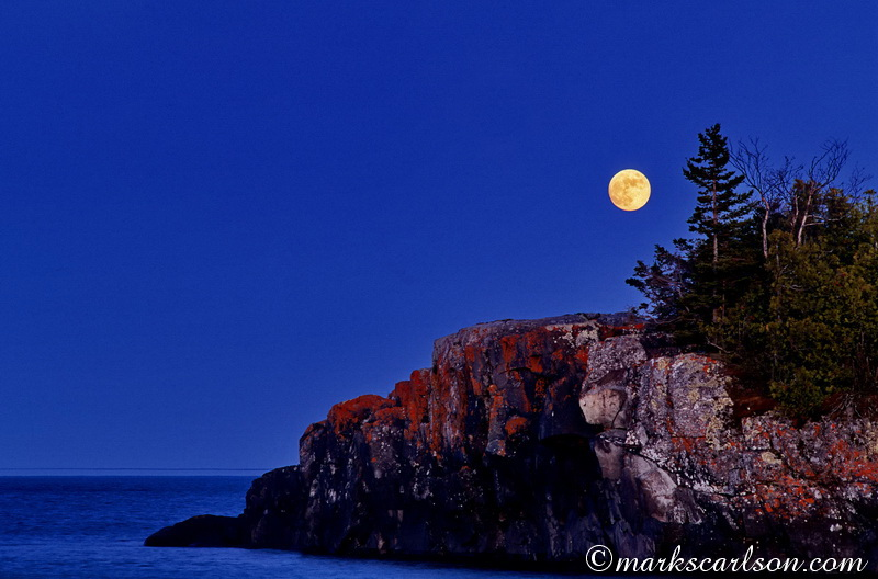 IRNP012-Full moon rising over Scoville Point ©markscarlson.com