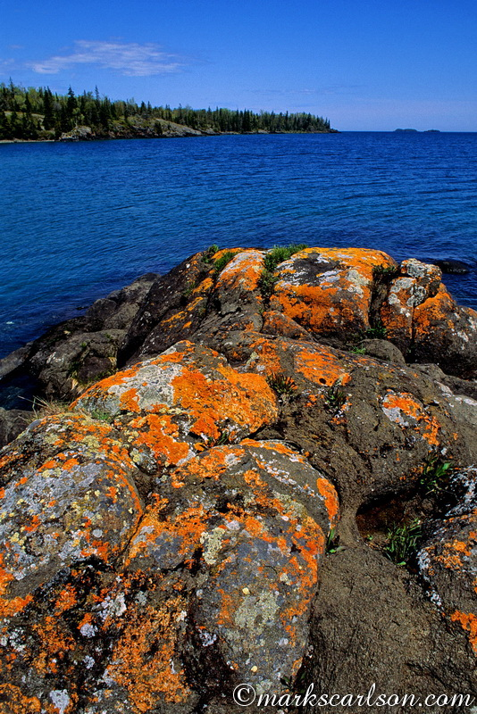 IRNP015-Lichen-covered rocks along Rock Harbor ©markscarlson.com