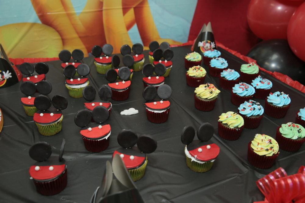 Mickey cupcakesJPG.jpg