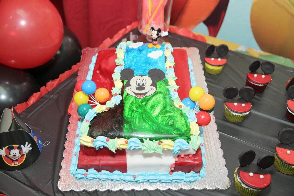 Mickey Party cakeJPG.jpg