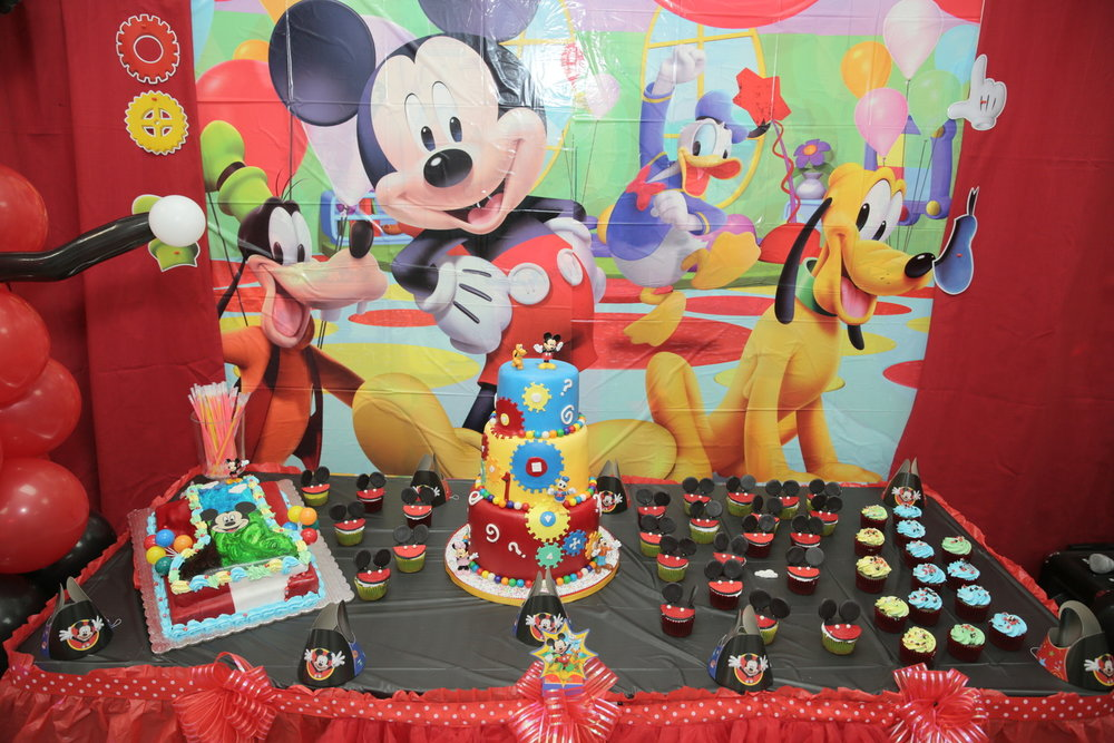 Mickey Party Tabel Decoration with cake and candysJPG.jpg