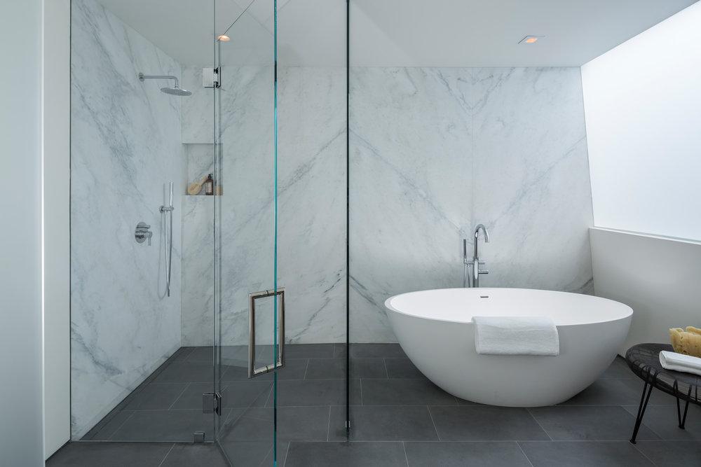 162_Master_Bath_Tub-Shower_1888.jpg