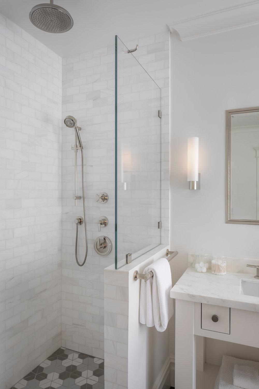 L2_Master_Bath_Shower_1086.jpg