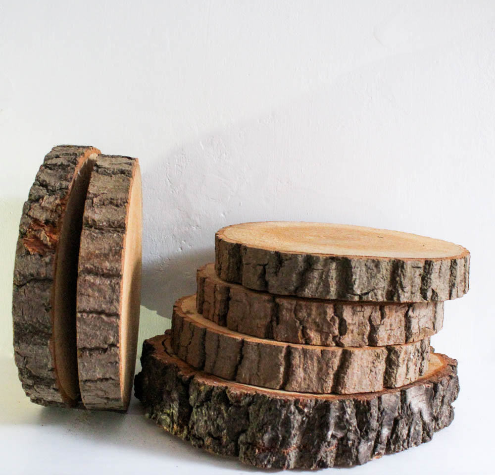 Log slice Table Centre - Log slices are a great base for a table centre, cake, or anything else you can think of. Use just one, or create height with a stack.