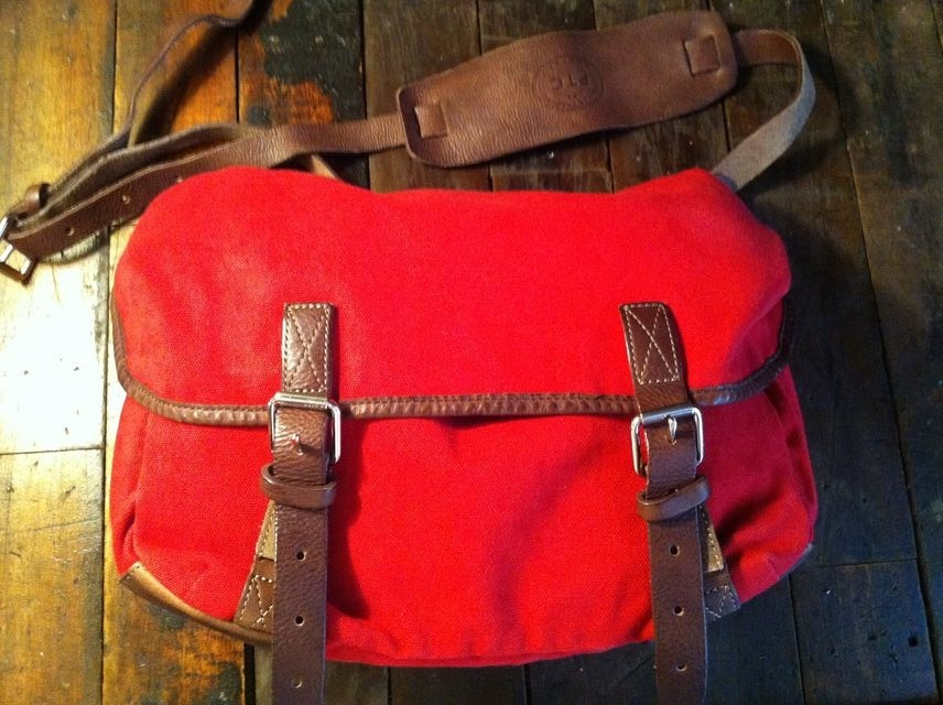 Have a Nice Day-bag Our Brimfield day-bag is the perfect size small messenger to keep you together when your running around the streets of New York. We made this one in RED and KHAKI.