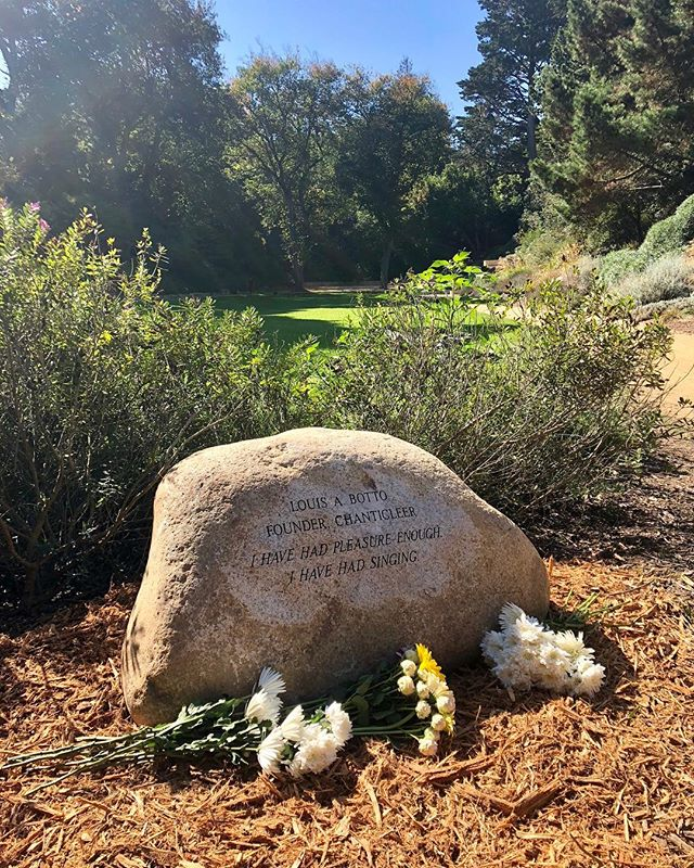 We stand on the shoulders of giants. This #40thanniversary is an opportunity to remember our founder Louis A Botto, who was interred at the National AIDS Memorial Grove last week. From the very beginning and against all odds, Louis dreamed of an organization that would foster connection through vocal music and pay its full-time singers living wages. Louis reshaped the American choral scene, and many of us owe entire careers to him. Thank you, Louis, for all your work, and for even now reminding us why we sing. 🐓 #chanticleer #nationalaidsmemorialgrove #leadership #professionalsinging #dream #entrepreneur @chorus_america