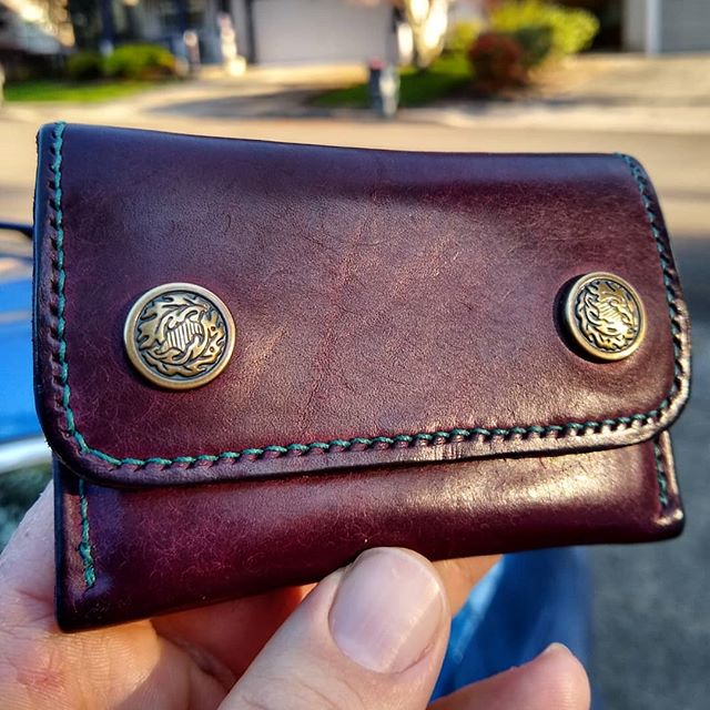 Pueblo gets a lot of love and deservedly so. But I don't see nearly enough pictures of the great patina it (quickly!) develops. This snap case in violet has been my daily driver for a while and I love the look of it. Last pic show it's originally matte appearance. . . #leatherwallet #leathercraft #leather #mensfashion #mensstyle #mensaccessories #edc #everydaycarry #handmade #madeinamerica