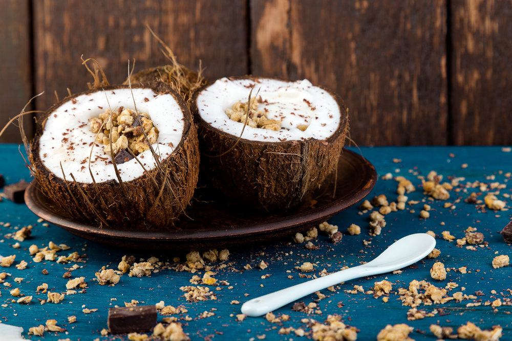 healthy-breakfast-in-coconut-bowl-P5YK2ZM.jpg