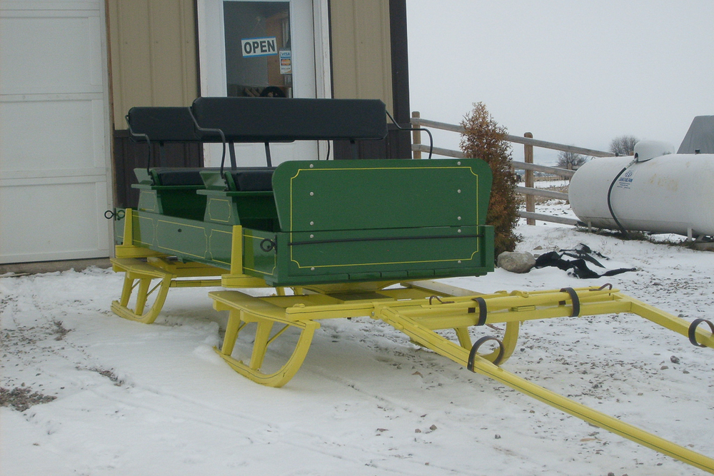green-sleigh-6300512.jpg