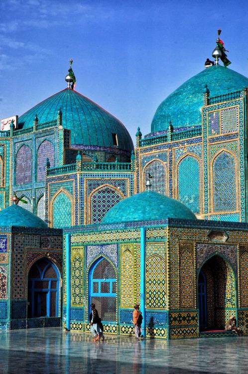hiddenintime: Blue mosque - Mazar-i-Sharif, Afghanistan