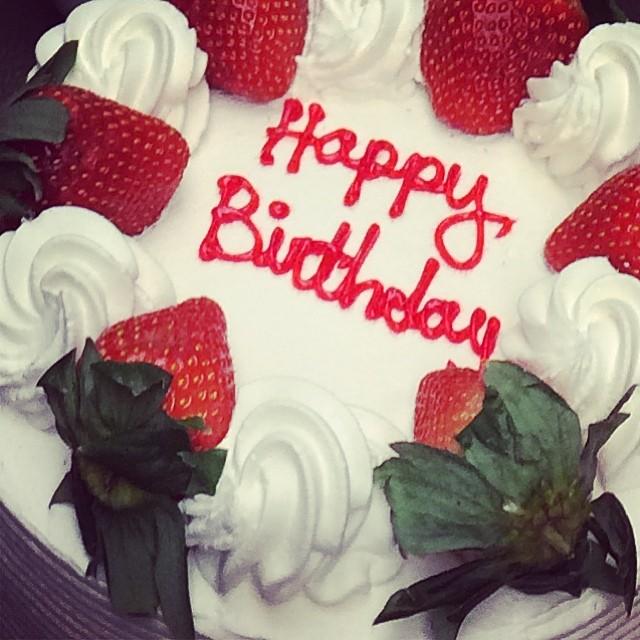 Yay! A surprise strawberry shortcake from my favorite!! Veniero's… With lemon drops for dranks! I love my team @josh_f @julietacontento @dianebibas @hazey93 @chiefjluxe @linds_ev @amr1620 (at G-Star showroom)