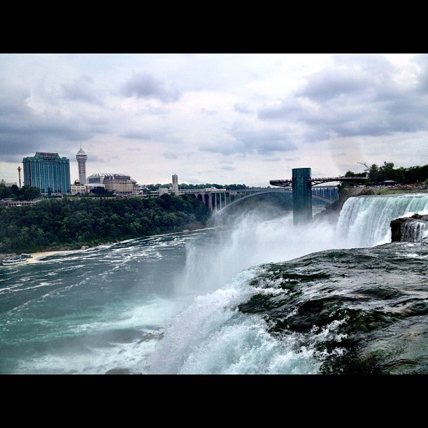 #nofilter #NiagaraFalls with the fam @kilokish @intanetz @loudpackjones @midtownpat @taywalker207 #canadabound (Taken with  Instagram )