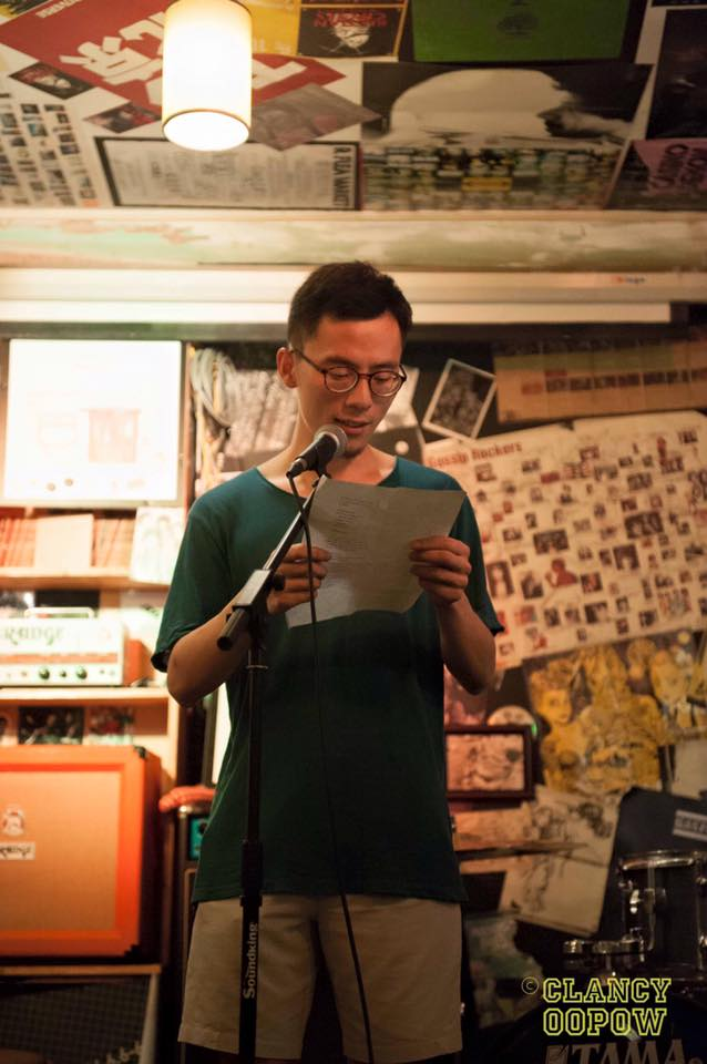 Chen Bo reciting poetry at An Art Show, 69 Cafe